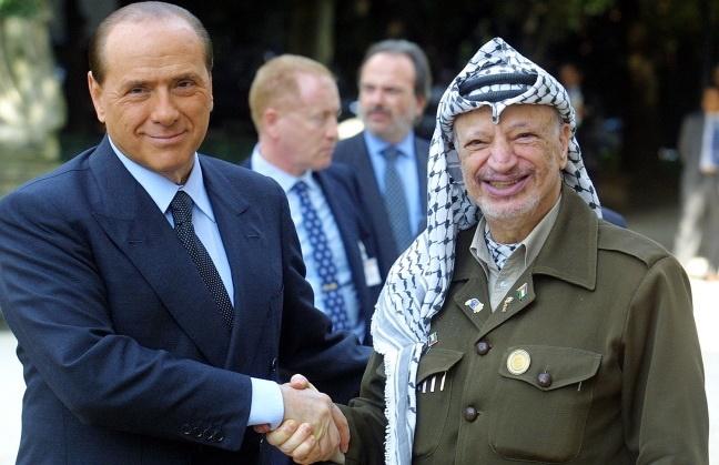 یک نشریه ایتالیایی از شهادت خلاف واقع «عرفات» به نفع برلوسکونی در دادگاه خبر داد