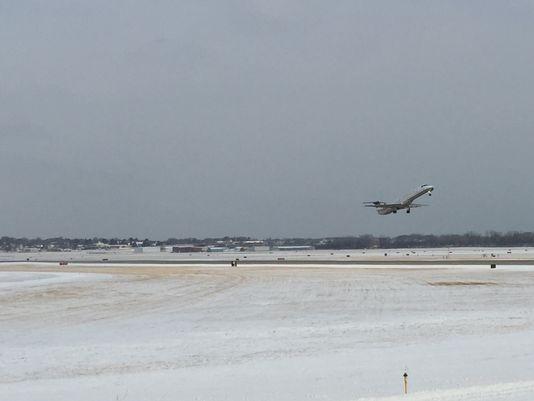 لغو بیش از ۶۰۰ پرواز در فرودگاههای شیکاگو بر اثر بارش برف و سرما