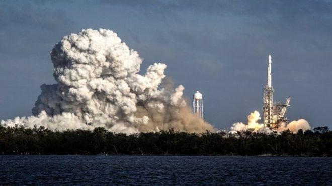 پرتاب موفقیتآمیز قدرتمندترین راکت جهان