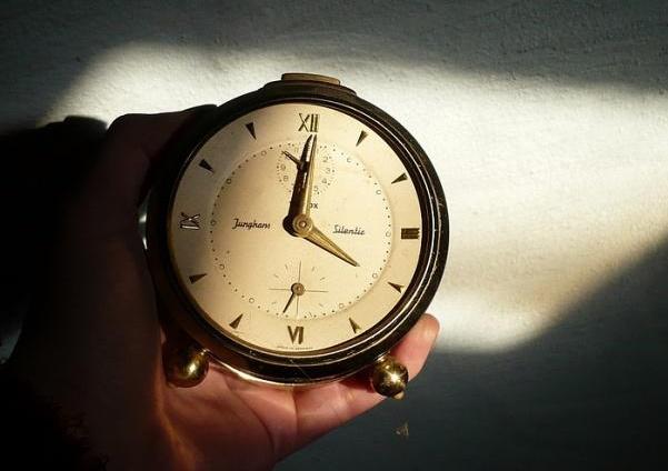 عقب و جلو  بردن ساعت در اروپا به تاریخ پیوست