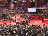 فرش قرمز برلیناله بدون لباس فاخر و پاشنهبلند