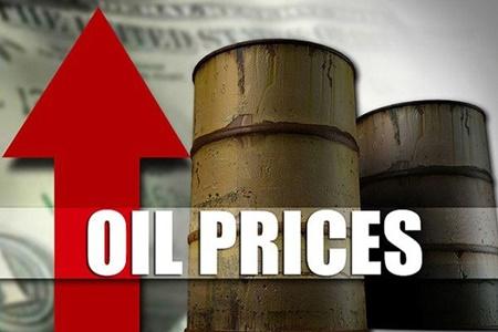 قیمت نفت با بهبود بازار سهام و تضعیف دلار بالا رفت
