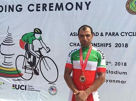 مدال برنز استقامت جاده آسیا بر گردن مهدی سهرابی