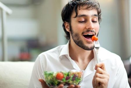 آهسته غذا خوردن موجب کاهش وزن می شود