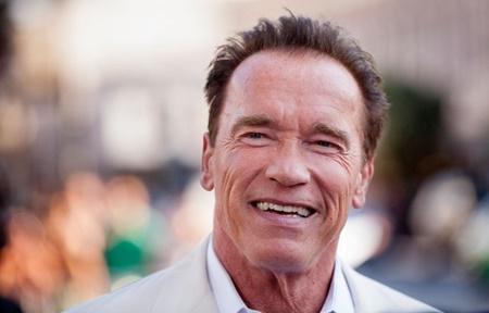 بازی آرنولد در فیلمی کمدی