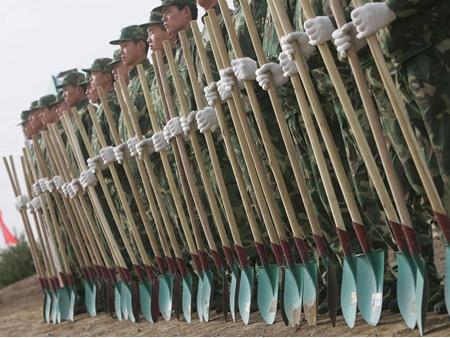 ۶۰ هزار سرباز چینی به نبرد با آلودگی هوا می روند