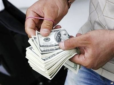 خودداری برخی صرافی ها از خرید دلارهای بدون فاکتور