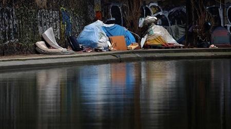 مرگ ۲۰ کارتن خواب در پایتخت فرانسه | جنجال بر سرمرگ در پاریس و لندن