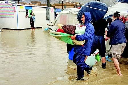 زندگی زلزله زدگان زیر آب رفت