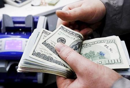 کاهش قیمت دلار و یورو در بازار آزاد