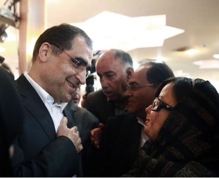 وزیر بهداشت چشمان سهیلا جورکش قربانی اسید پاشی را معاینه کرد