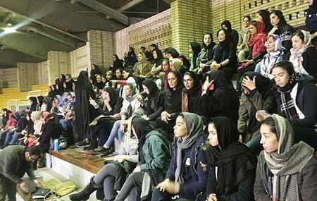 بسکتبال خانواده ها را به سالن آزادی کشاند