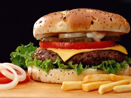 مصرف غذاهای فرآوری شده ریسک سرطان را افزایش می دهد