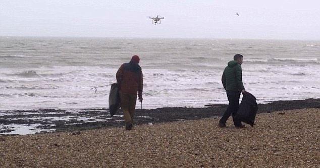 استفاده از پهپادها در پاکسازی ساحل