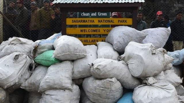 جمعآوری ۱۰۰ تن زباله از کوه اورست