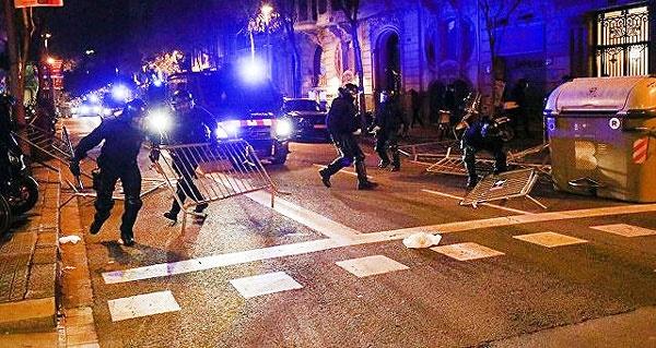 تظاهرات و درگیری با پلیس در کاتالونیا در واکنش به دستگیری پوجدمون