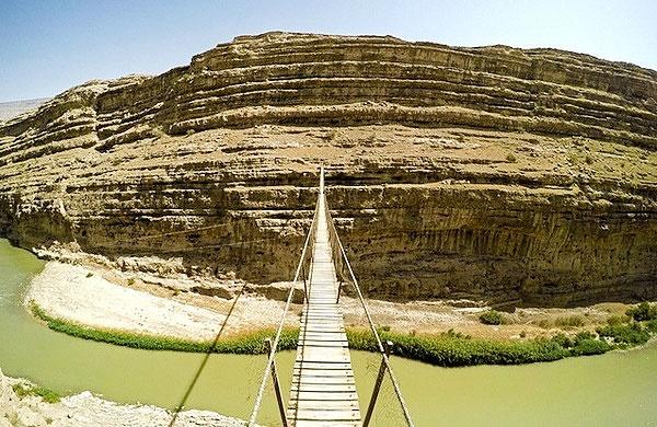افراد ناشناس بلندترین پل معلق خاورمیانه در پلدختر را تخریب کردند