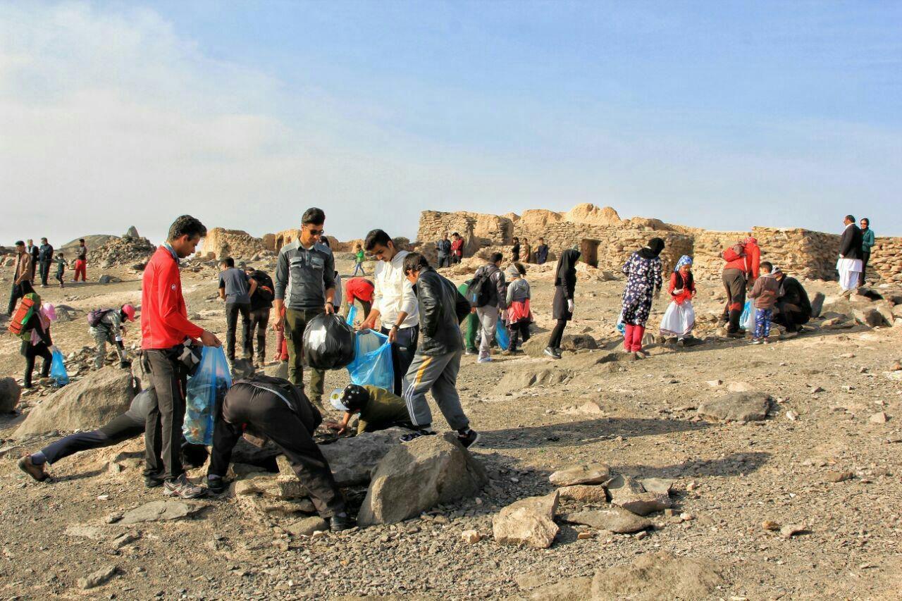 کوه خواجه سیستان پاکسازی شد