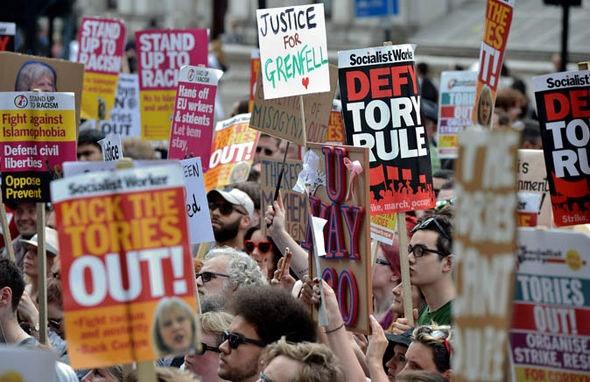 اعتراض سندیکای کارگری اروپا به کاهش دستمزد کارگران