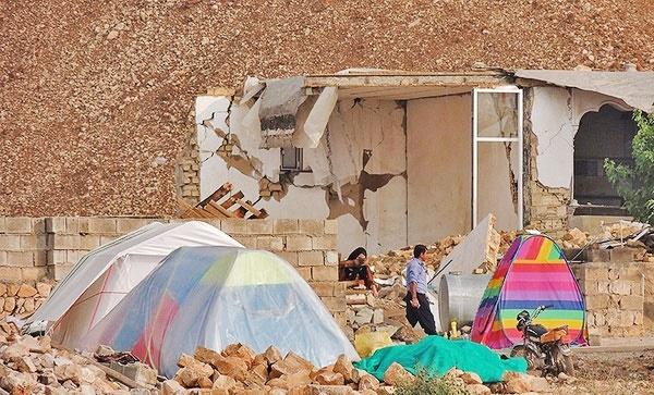 زلزله کرمانشاه؛ از چهرههای مشهور فقط دایی و زیباکلام پای کار آمدند