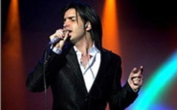 ببینید | انتقال محسن یگانه به بیمارستان رامسر | کنسرت خواننده پاپ لغو شد