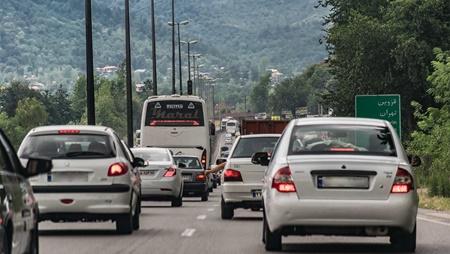وضعیت ترافیکی جاده ها در نخستین روز سال۹۷ | جاده های شمال درگیر ترافیک پرحجم