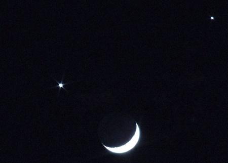 شب نشینی ماه با خواهر خوانده زمین در شامگاه ۲۷ اسفند