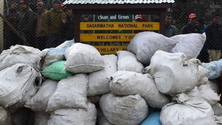 جمع آوری ۱۰۰ تن زباله از کوه اورست