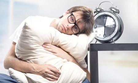 آشنایی با عادات غلط قبل از خواب که سبب چاقی می شود