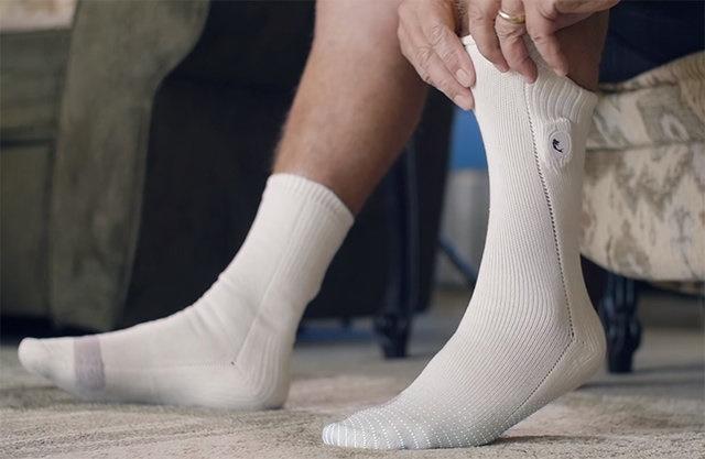 جورابی که دمای پای بیماران دیابتی را اندازه میگیرد