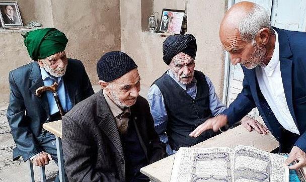 دیدار سه همکلاسی پس از ۹۱ سال در استان یزد