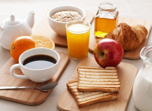 با افزایش سن نیازهای تغذیهای چه تغییری میکنند؟
