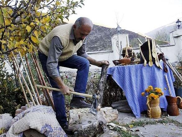 جنگل نشینان مازندران به مسافران هیزم رایگان دادند تا درختان را قطع نکنند