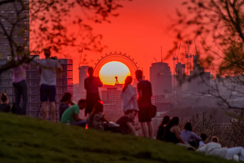 عکس روز: خورشید در میان چشم لندن
