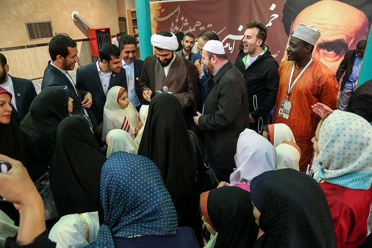 تصاویری از بازدید حافظان و قاریان ۸۰ کشور از بیت امام(ره)
