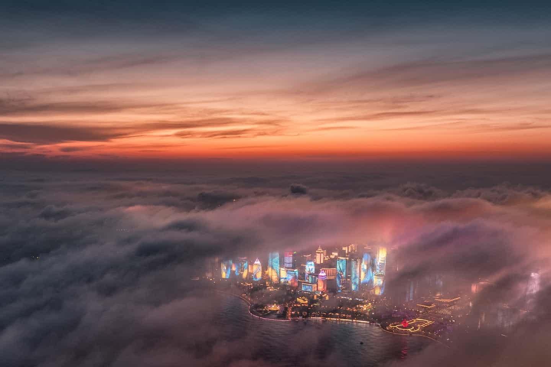 عکس روز: آسمانخراشها در میان مه