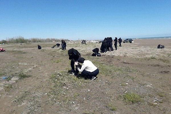 مشارکت دانشآموزان رودسری در پاکسازی ساحل خزر