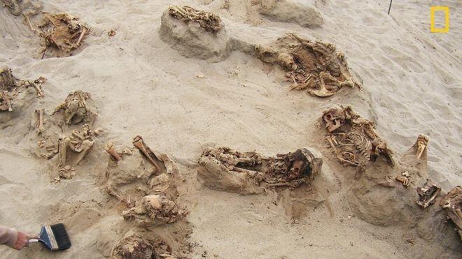 کاشفان قربانگاه کودکان پرو؛ باستانشناسان
