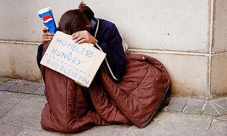 """بیخانمان شدن حدود ۳۰ هزار خانوار """"تک والد"""" انگلیسی در ۲۰۱۷"""