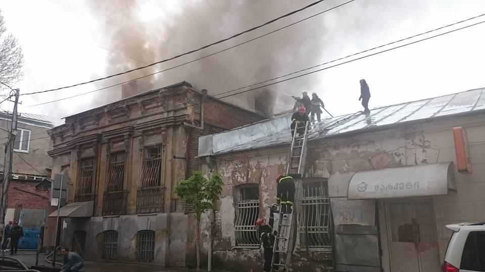 یک ایرانی بر اثر آتش سوزی مهمانسرا در تفلیس جان باخت