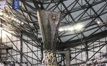 عکس روز | جام رقابتهای لیگ اروپا