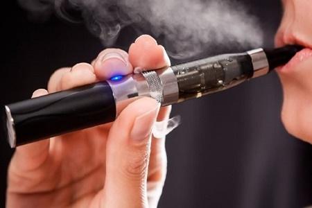 استعمال سیگارهای الکترونیکی به کبد آسیب می رساند