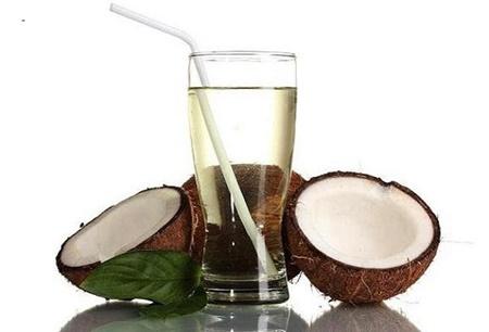 توصیه کارشناسان به نوشیدن آب نارگیل در فصل تابستان