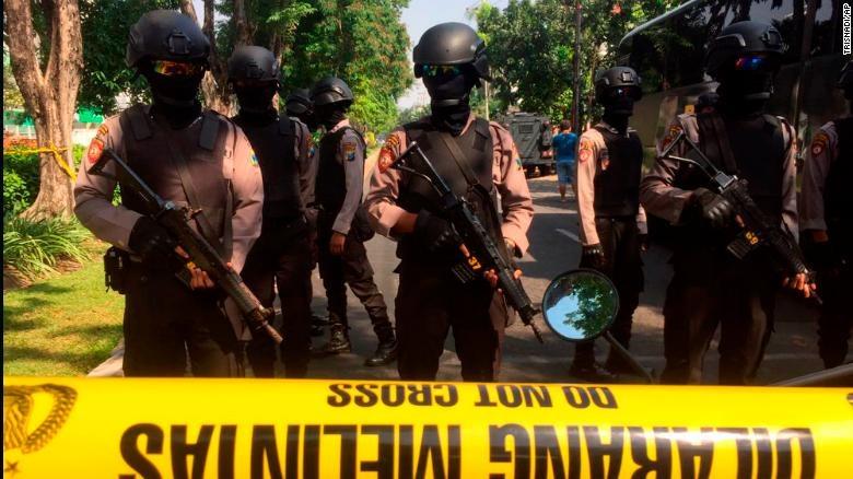 حمله انتحاری به سه کلیسا در اندونزی ۱۱ کشته برجای گذاشت