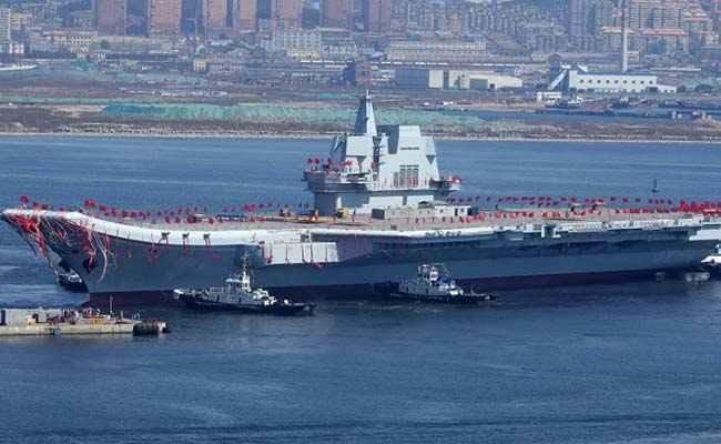 چین نخستین ناو هواپیمابر خود را آزمایش میکند