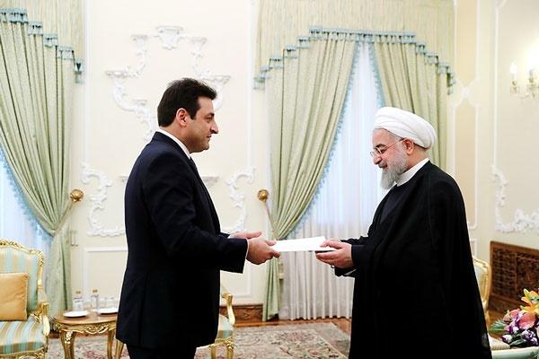 روحانی سفیر لبنان