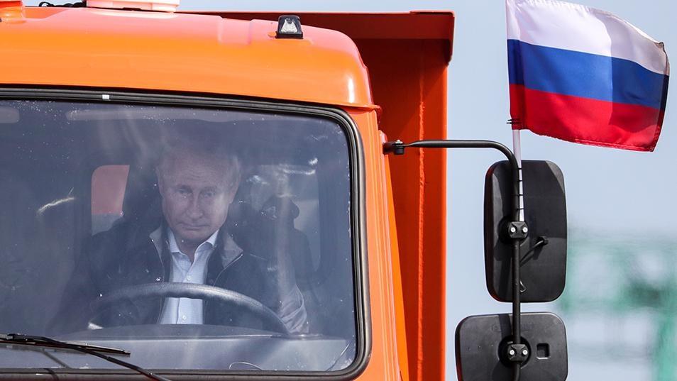 پوتین پشت فرمان کامیون به سمت کریمه | بزن بریم