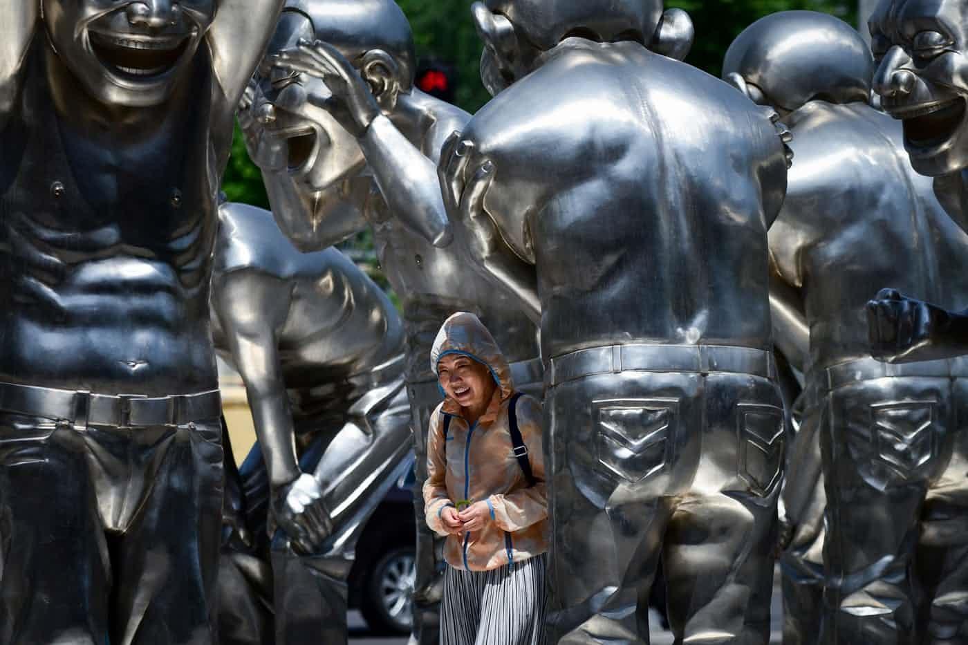 عکس روز: مجسمههای خندان
