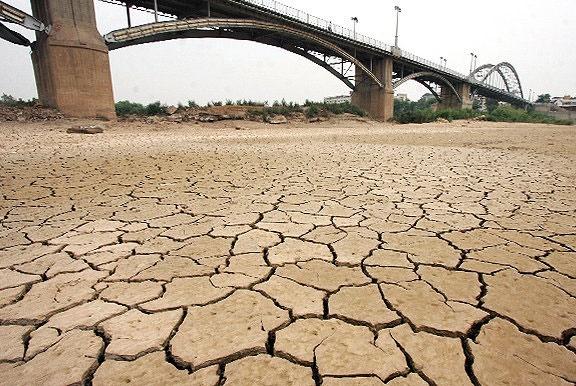 کف رودخانه کارون در اثر خشکسالی مشخص شده است