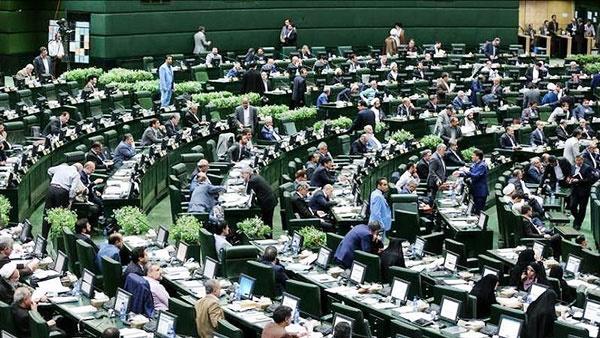 ۸۳۴ سوال نمایندگان از وزیران در۱۱ ماه